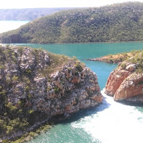 horizontal waterfalls kimberley helicopter view